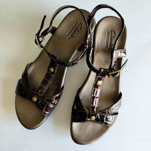 Clarks Wedge Patent Sandals